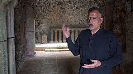 Syria: Displaced engineer turns forgotten cave into heritage museum