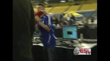 Геймър побеснява след като го побеждават на турнира Intel Extreme Masters Los Angeles