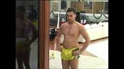 Луд скок на Никола в басейна! Нинджа стайл!