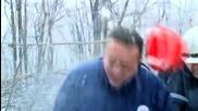 Голяма ледена буца удари сръбския министър на енергетиката по каската
