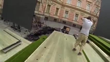 Момче разбива огромен Led панел !!!