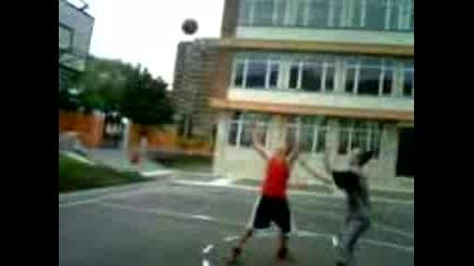 Баскет На Игрището В Училище