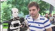3D-принтиран хуманоид рецитира поема, вдъхновена от Достоевски