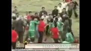 Огромен нигериец бие наред - здраво меле на мач в Иран