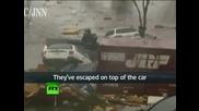 Бягащи от цунамито хора!