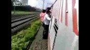 Гадно Падане И За Малко Премазан От Влака