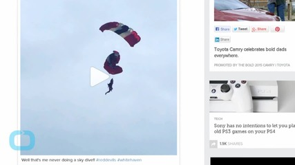 Paratroopers' Parachutes Get Tangled Midair in Red Devils Airshow