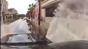 Редно ли този шофьор да се гаври така с пешеходците ?