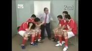 Смях! Треньор бие футболисти
