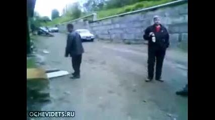 Пиян руснак показва бойни умения. Гледайте!!!