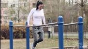 Красавица показва забележителни умения на тренировъчната площадка