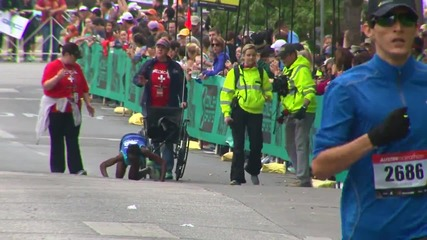Маратонец преодолява нараняванията си и успява да финишира