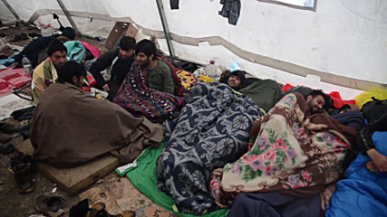 Bosnia and Herzegovina: Migrants call for help as hundreds fear winter in makeshift camp