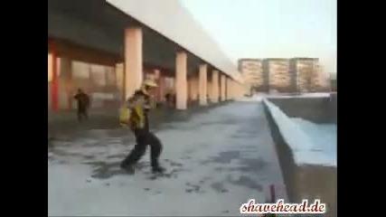 пич пребива моторист ! 100% смях !