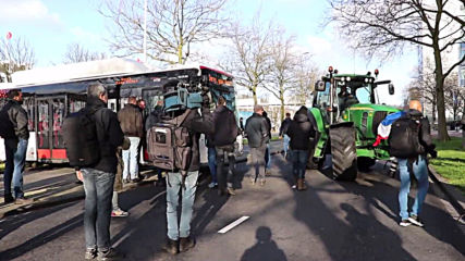Netherlands: Farmers descend on the Hague to protest emissions policy