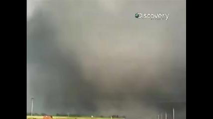 Унищожени за секуни - чудовищно торнадо