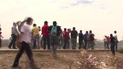 Mexico: Police tear gas teachers protesting Pena Nieto's visit to Oaxaca