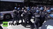 Сблъсъци в Париж, след като полицията разтури незаконен лагер на имигранти