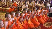 Момчетата, спасени от пещерата в Тайланд, си тръгнаха от будистката обител