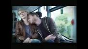 Мъж опипва непозната жена в автобус
