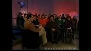 Водещ на предаване се излага - смях