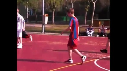 Justin Bieber играе футбол