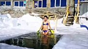 Уникална смелост: Жена се снима по бански на -40 градуса в Сибир!