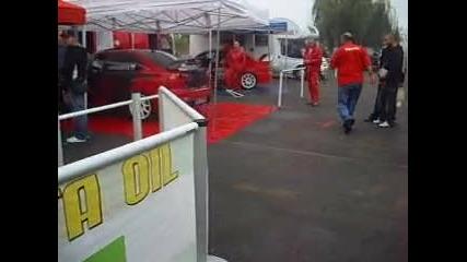 Подготовка на автомобилите на писта Бургас