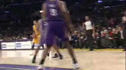 Kobe Bryant с фамозна забивка и 48 точки !!! *11.01.2012г.*