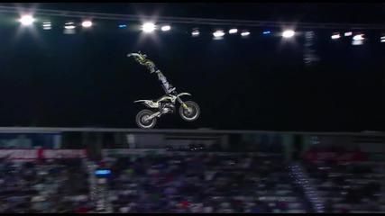 Мечтал ли си да видиш как човек лети с мотоциклет към небесата