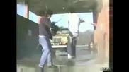 Неуспешен опит да си измият колата