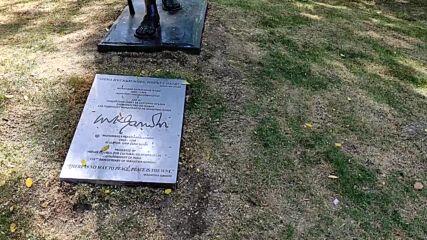 Паметник на Махатма Ганди във Варна