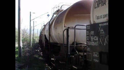 Товарен влак начело с 06 040