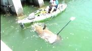Мъж улавя огромна риба от каяк !