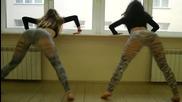 Две сексапилни момичета танцуват Twerk !