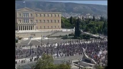 Сблъсъци между полицията и стачкуващите в Атина, има много арестувани