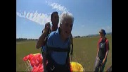 99 Годишен Дядо Скача От Самолет