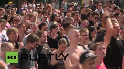 Germany: Thousands dance their hearts out at Berlin's Love Train festival