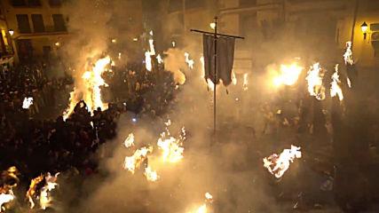Flaming fiesta sees Spaniards broom fight in Los Escobazos festival