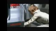 Как Жена Си Сменя Гумата На Колата Си !!!