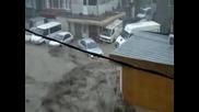 Наводнение и цунами във Варна отнася кола