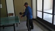 Бабас от Делейна играе тенис на маса :д