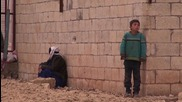 Syria: Thousands of refugees remain stranded on border with Turkey