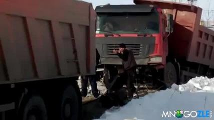 Камаз изкормва китайски камион