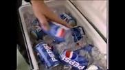 Петер Шмайхел изпуска бутилка хвърлена му от Сър Алекс Pepsi - Cola and Manchester United