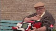 Смях ! Стар дядка ускорява пулса, когато види красива млада жена ! Скрита камера !