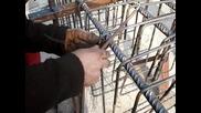 Връзване на арматура с португалска кука
