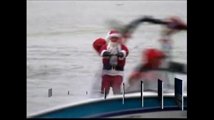 Дядо Коледа кара водни ски в река Потомак