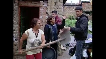 Луда циганка посреща зет си с лопата и кол