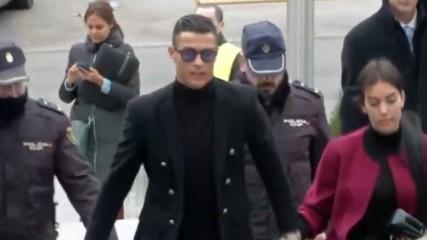 Роналдо се появи с Джорджина под ръка в съда